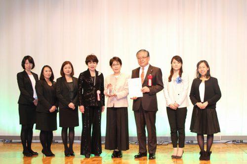 20170310sghd2 500x333 - SGHD/物流業界初、故漆崎博之前取締役が「リーダー・アワード」を受賞