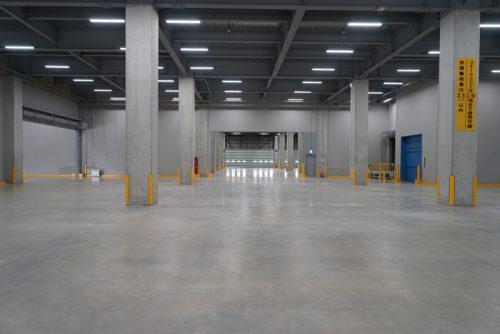 施設内、梁下有効高さ6.5m、床荷重2.5tとハイスペック