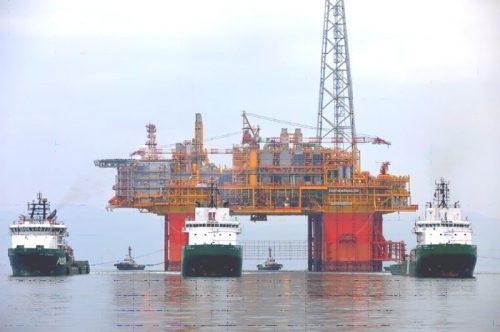 沖合生産・処理施設(CPF)の出航の様子