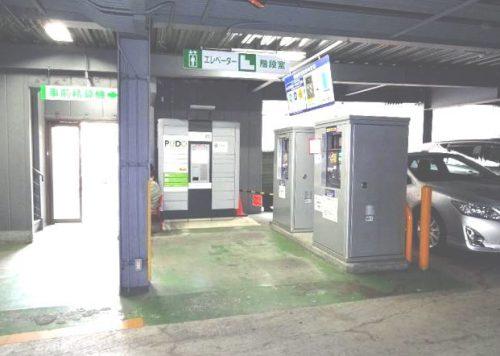 浦和駅前パーキング事前清算機前設置の宅配便ロッカー