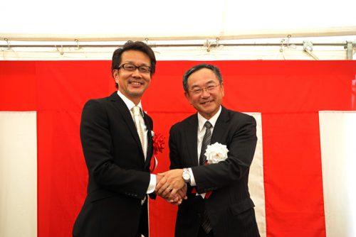 右が三菱地所の細包執行役常務、左が日本リアリストの天野代表取締役