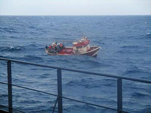 漁船救助の様子