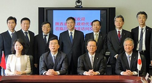 前列中央左:陝西省魏副省長、前列中央右:日立物流中谷社長