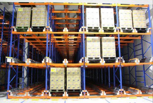 倉庫内のシャトルラック設備