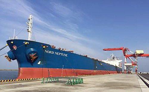 松山港に着桟中の「NORD NEPTUNE」