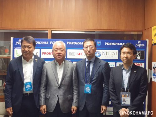 左から横浜FC奥寺会長、ヨコレイ西山社長、LEOC小野寺会長、横浜FC北川社長
