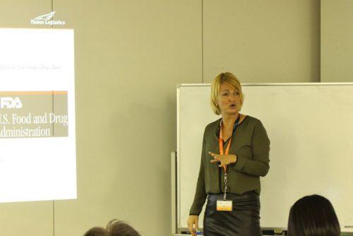 ヘルスケア物流グローバル品質担当のマルゥース・セイシィンによるプレゼンテーション
