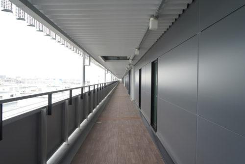 総計3kmにおよぶ歩行者専用の外廊下