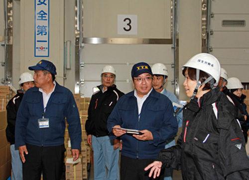 東名厚木ロジスティックセンターの安全パトロールを行う堀内厚生労働大臣政務官
