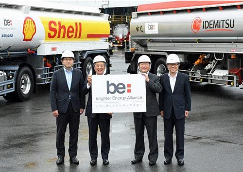 左から昭和シェル石油 安藤流通業務部長、 亀岡社長、 出光興産 月岡社長、 谷田執行役員物流部長