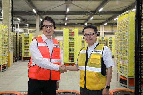 右が世耕経産相、左がアマゾンジャパンのジャスパー・チャン社長