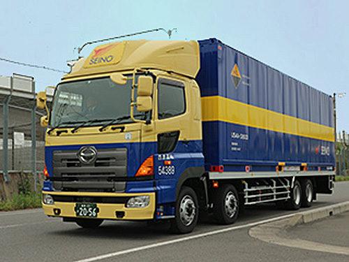 今回の運用のため新たに購入したトラックとコンテナ