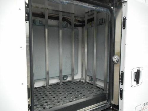 蓄冷板を搭載した車載保冷スペース