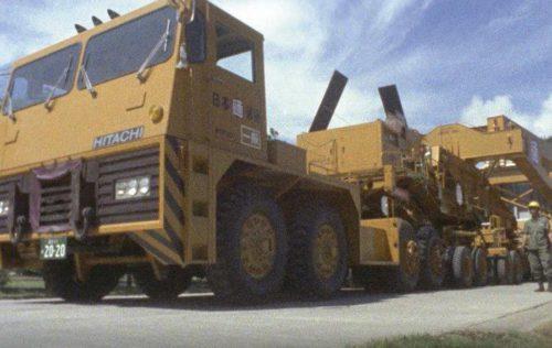 超重量に挑む-「500トントレーラーとシキ611」のワンシーン