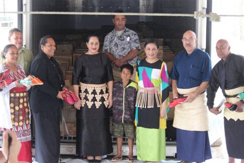前列左から3番目がマルセラ・カラニウバル・フォトフィリ王女、5番目がレディ・フシトゥア駐日特命全権大使、6番目がトンガ赤十字社 シオネ・タウモエフォラウ事務局長