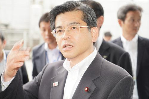 質問に答える石井大臣