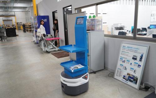 フェッチ社の自律搬送型ロボット
