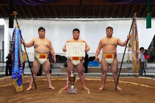 優勝した相撲部の団体戦メンバー