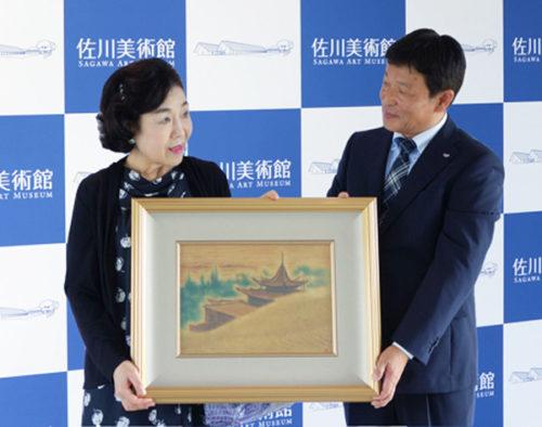植村朋子さん(左)、大久保 潔館長代行(右)