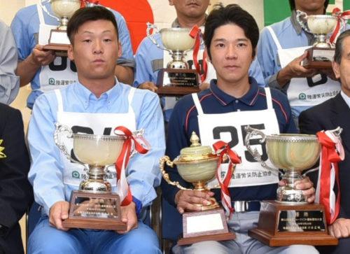 厚生労働大臣賞を受賞した濵本選手(右)、準優勝の串田選手