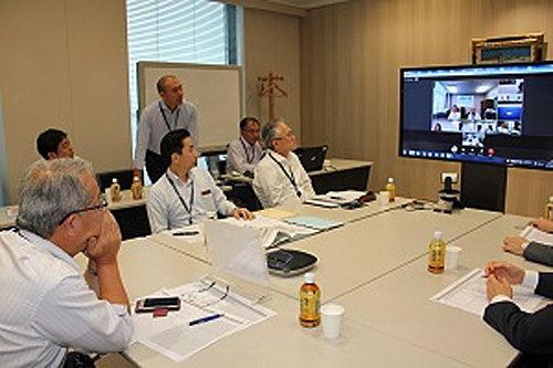 Web会議システムで各総合支店と連携