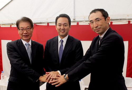 (左)JFEシビルの藤井 善英社長、GLPの帖佐義之社長、日本ロジステックの黒川尚悟社長