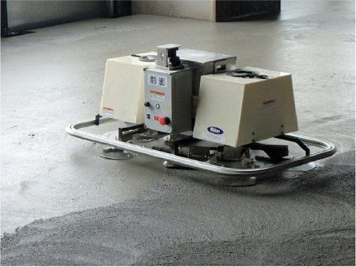 コンクリート床仕上げロボット作業状況