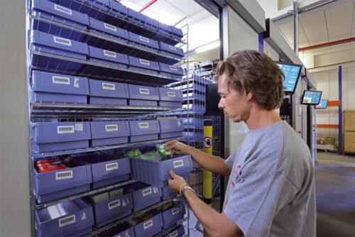 横型回転式 自動収納庫 指定した商品を素早く作業者の元へ配送