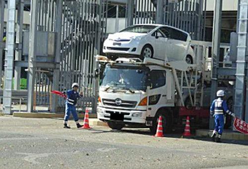 現地取締風景 特殊車両の引込み風景(八王子料金所)
