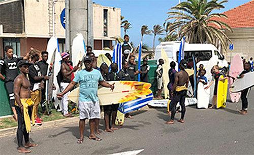 20171226mol21 500x306 - 商船三井/無償輸送した121本のサーフボード、南アフリカに到着