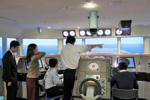 船長の衝突回避判断をデータ収集するシミュレーションルーム