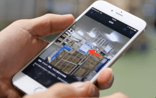 トワードの物流センターでは、 スマートフォンでいつでも手順を確認できる