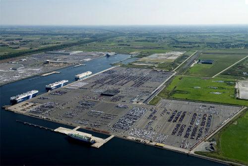 ICOの完成車ターミナル(ゼーブリュージュ港)