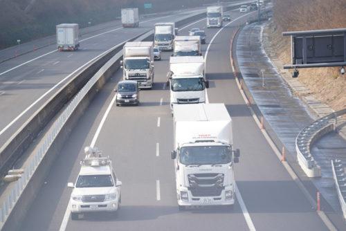 20180123tairetsu2 500x334 - トラック隊列走行/新東名で実証実験開始、2022年に商業化目指す