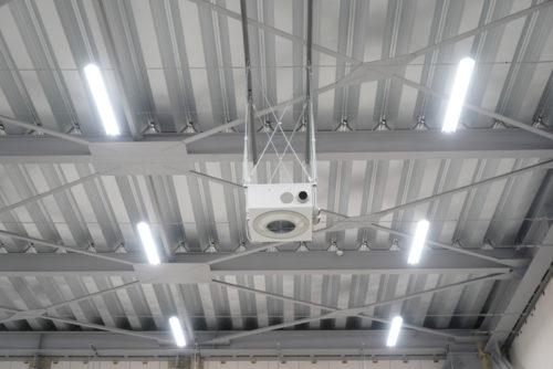 天井部に設置された小さなファン