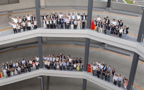 千葉ニュータウンのプロロジスの施設内のランプで全従業員
