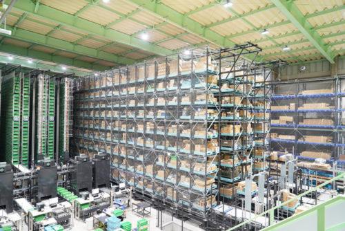 左からバケット倉庫、パレット倉庫、長尺倉庫