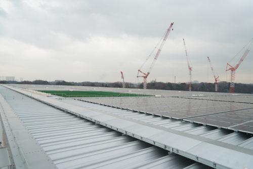 上の太陽光パネル 一部売電、残りの発電はテナントに還元し電気使用量を割引