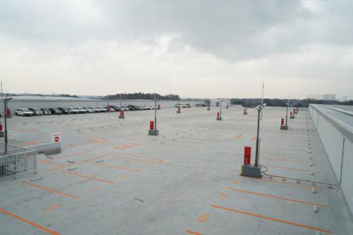 屋上の駐車場、400台収容できる