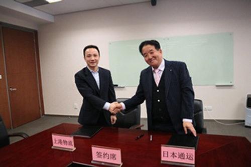 SIPGLの劉総経理(左)と杉山常務執行役