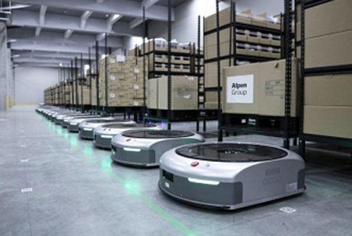 ずらりと並んだAI物流ロボット「EVE(イブ)800」
