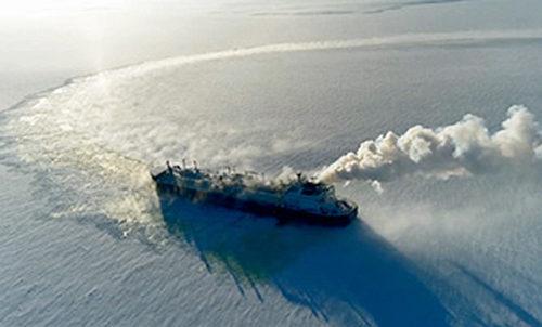 北極海でアイストライアル実施中のVLADIMIR RUSANOV
