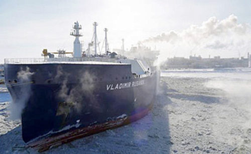サベッタ港で初荷役をするVLADIMIR RUSANOV