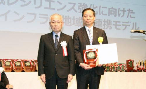 表彰式の模様 右が佐川急便 内田浩幸取締役