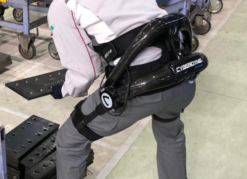 ロボットスーツ「HAL 腰タイプ作業支援用」作業シーン