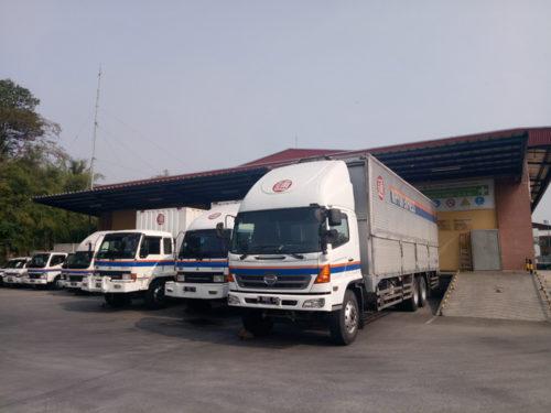 ハラール製品を取り扱う航空貨物センターのトラック