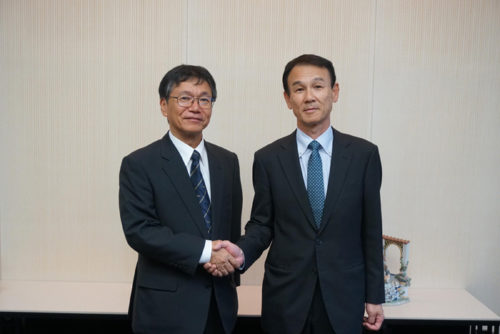 左が常石造船の小葉竹 泰則取締役副社長、右が三井E&S造船古賀 哲郎社長