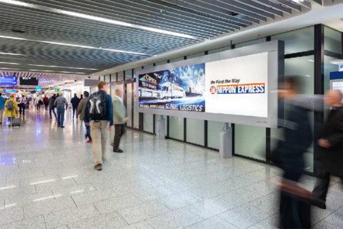 フランクフルト国際空港の看板広告