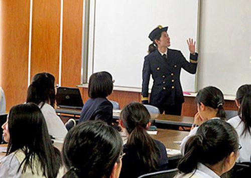 20180525mol 500x356 - 商船三井/女性航海士が女子生徒に船乗りの魅力を伝える