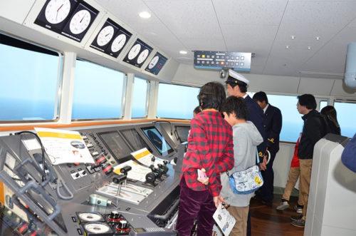 ブリッジ(操船を行う部屋)を再現したシミュレーションルーム
